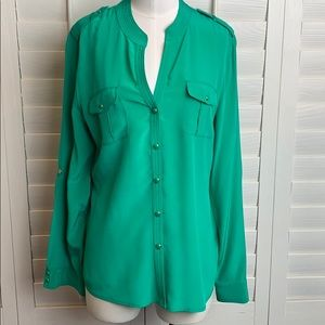 Cache 100% silk green long sleeve snaps down sizeL